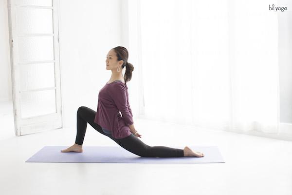 Mayumi Kuhara, kneeling forward lunge