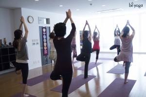 2014-tomoko-kobayashi-teaches-tree-pose-vrksasana-hiroo-tokyo-be-yoga-japan-b