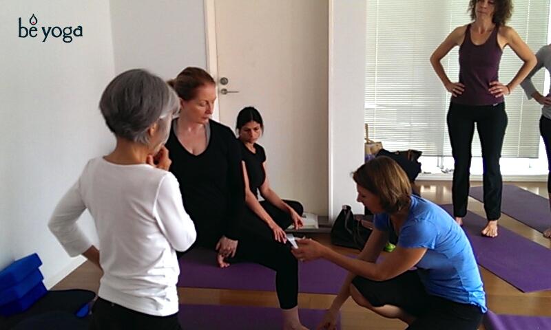 2013-english-200-hour-yoga-teacher-training-meg-mccreery-teaching-02-b