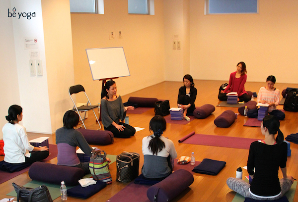 Kumiko Mack teaching bridge program at Be Yoga Japan, Hiroo, Tokyo