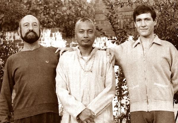 Mani Finger, Venkatesananda and Mani Finger, group photo